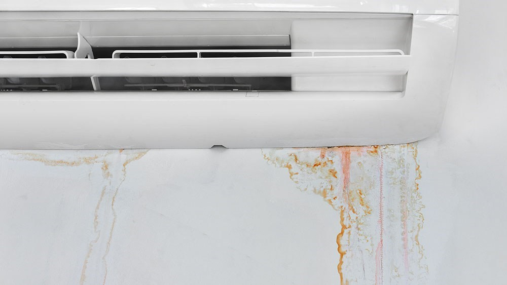 Cách kiểm tra lỗi điều hòa Sharp rò rỉ nước trong nhà