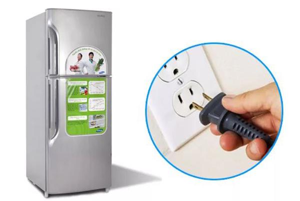 """Lỗi tủ lạnh Sharp không """"ăn"""" điện"""