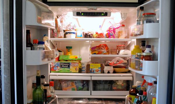 Bỏ quá nhiều đồ ăn trong tủ lạnh