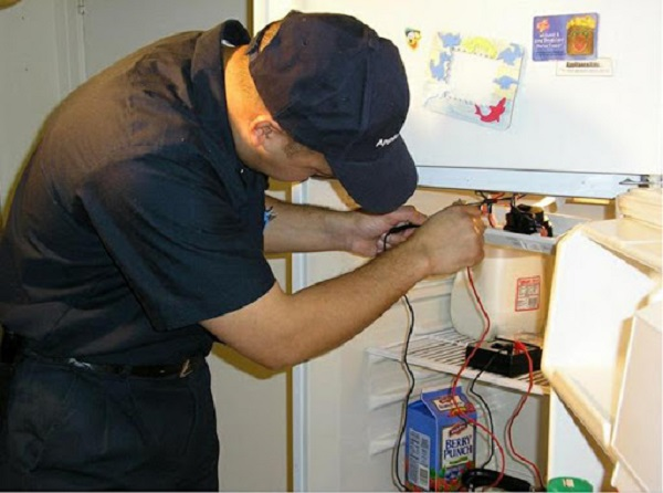Kiểm tra bộ phận đèn để xem tủ lạnh có hoạt động ổn định không