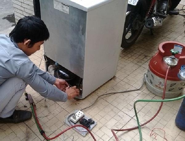 Tủ lạnh bị xì ga do đường mối hàn hoặc ống đồng bị hỏng