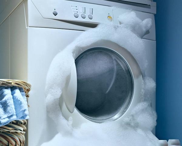 Máy giặt cũng sẽ tự động tắt khi bọt xà phòng tràn ra ngoài