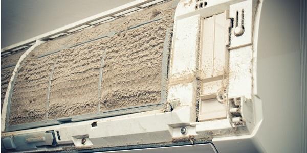 Máy lạnh Sharp lâu ngày không vệ sinh cũng có thể gây chảy rỉ nước