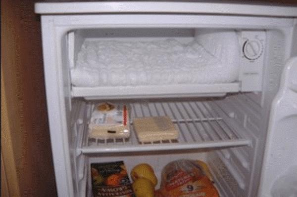 Tủ lạnh mini thường xảy ra hiện tượng tủ lạnh bị đóng tuyết