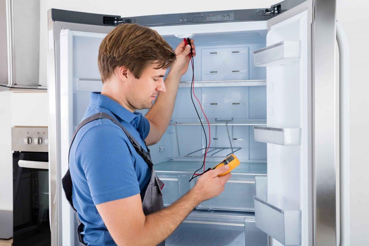 Liên hệ trung tâm bảo hành khi tủ lạnh bị đóng tuyết