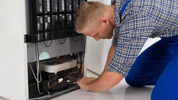 thời gian dài sử dụng tủ lạnh, ốc vít sẽ thường bị lỏng