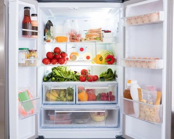 Quên đóng cửa khiến tủ lạnh đổ mồ hôi