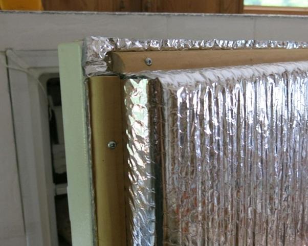 Xốp cách nhiệt hỏng khiến tủ lạnh đổ mồ hôi