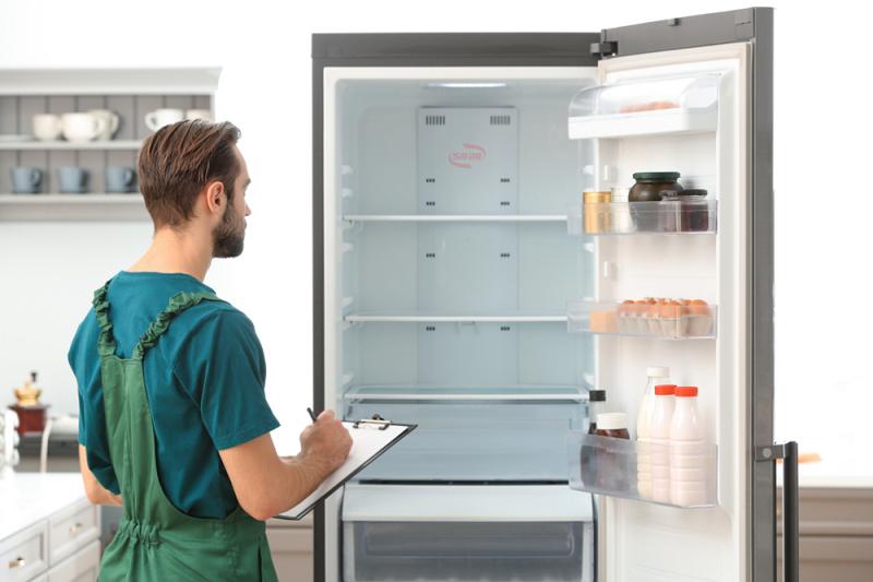 Tủ lạnh hư hỏng - gọi ngay cho trung tâm sửa chữa nếu không khắc phục được sự cố